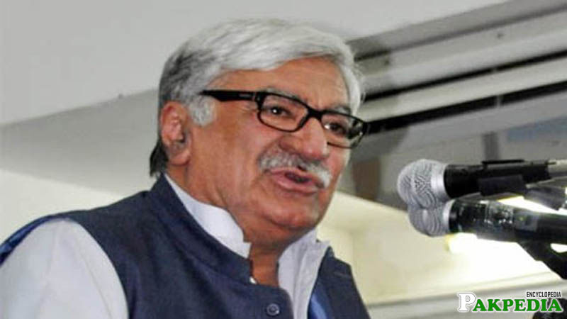 Asfandyar Wali Khan politician