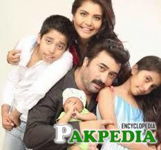 Nida Yasir with family