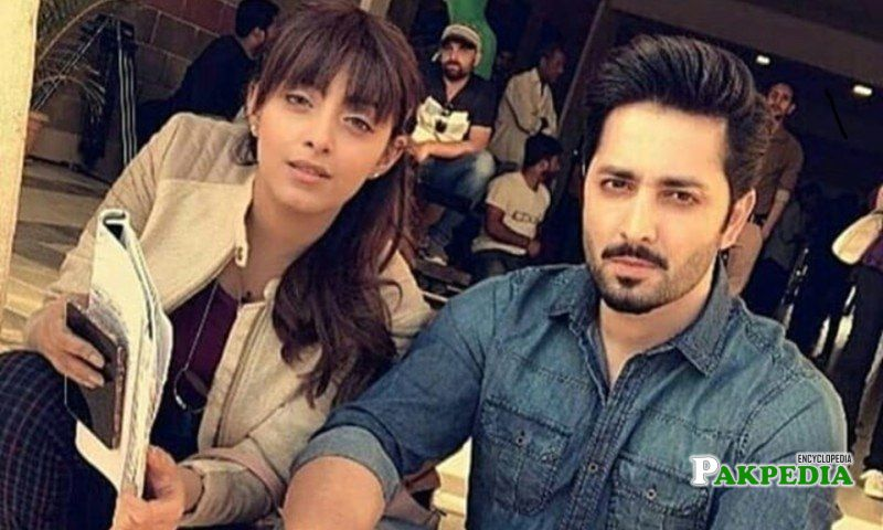 Sanam with Danish Taimoor on sets
