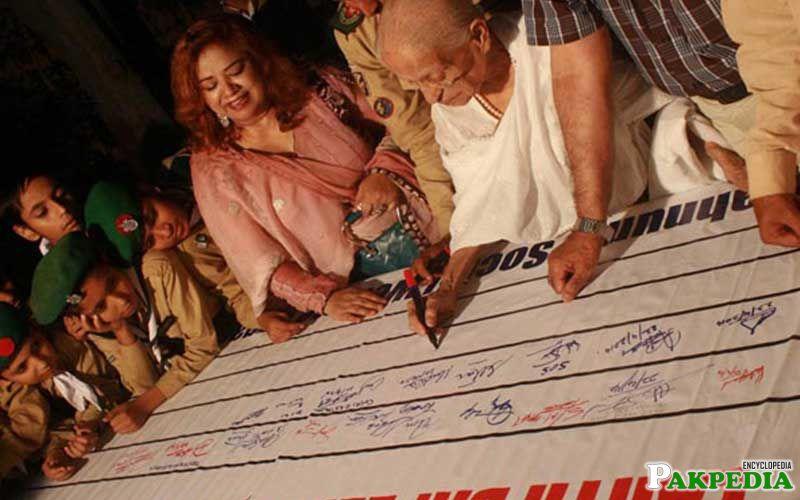Fatima Surayya Bajia Signing