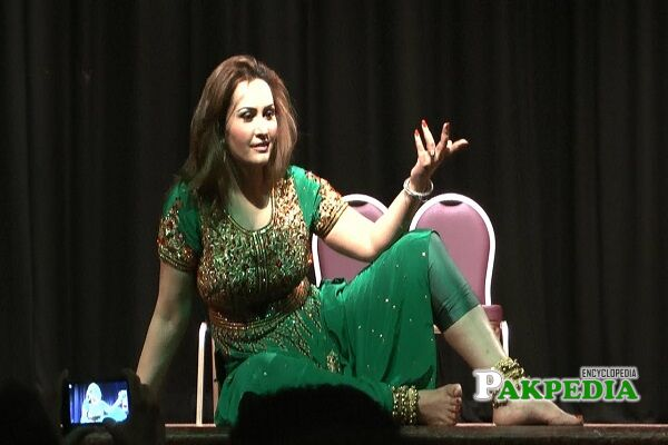 Nargis stage dancer