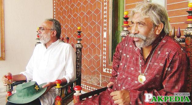 Noor Bukhari With friend