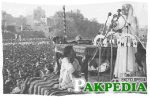 She accompanied the Quaid-e-Azam to the first Round Table Conference in London in 1930 and returned in 1935 after an extended tour of Europe. She took a very active part in the