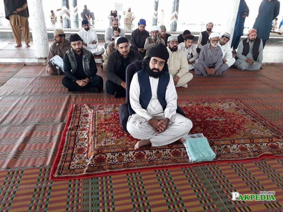 Nizam ud din sitting with his followers