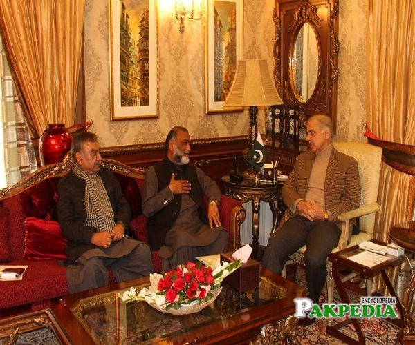 Faqeer Hussain Dogar with Shahbaz Sharif at his house