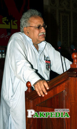 Jam Saqi while speaking in front of public