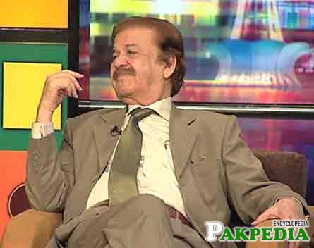 Qazi Wajid in (Mazakraat) comedy show