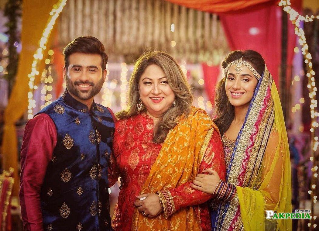 Maham Amir family