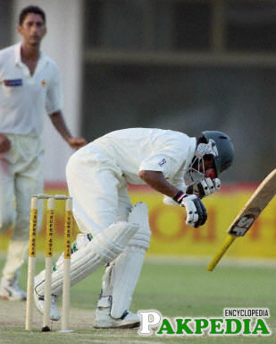 Shabbir Ahmed hit a Bouncer