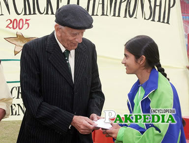 Receiving award from Fazal Mahmood