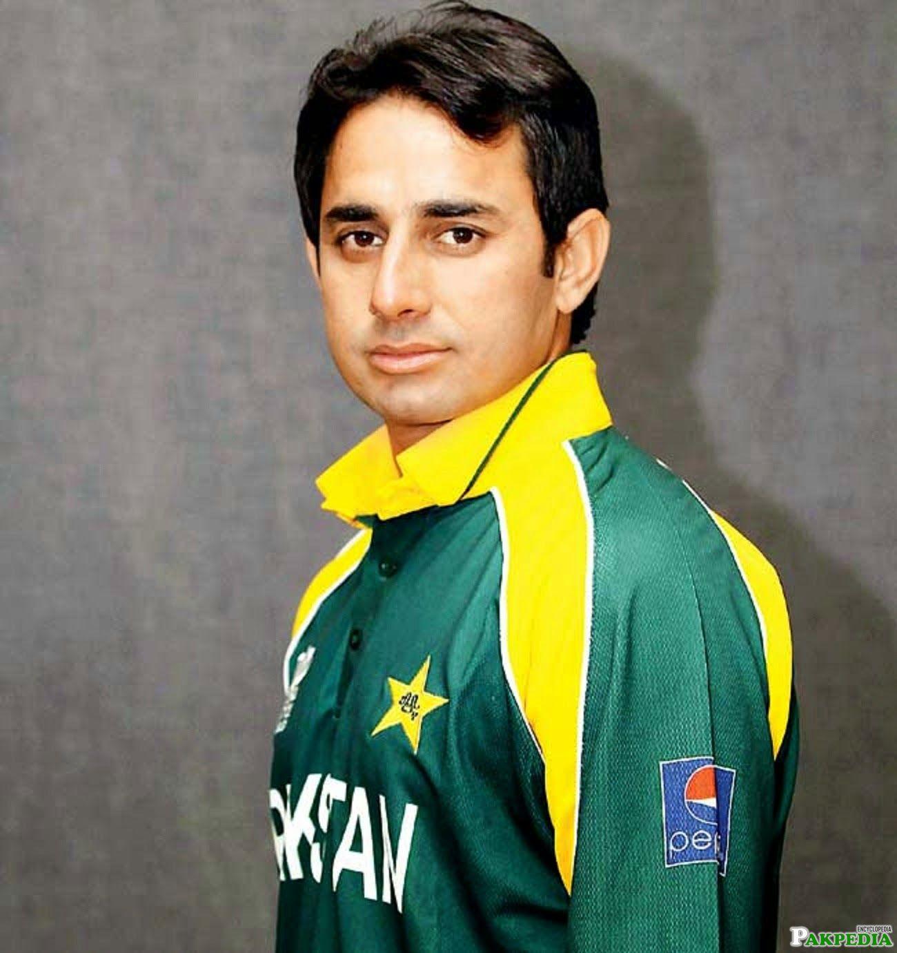 Saeed Ajmal in Green Stirt