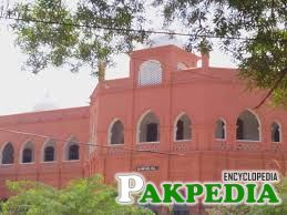 Shikarpur are many schools and colleges in Shikarpur
