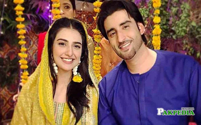 Agha Ali with Sarah Khan on set of 'Band khirkian'