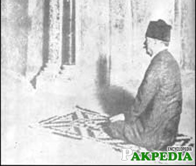 Allama Iqbal is seen kneeling on a prayer mat saying his prayers