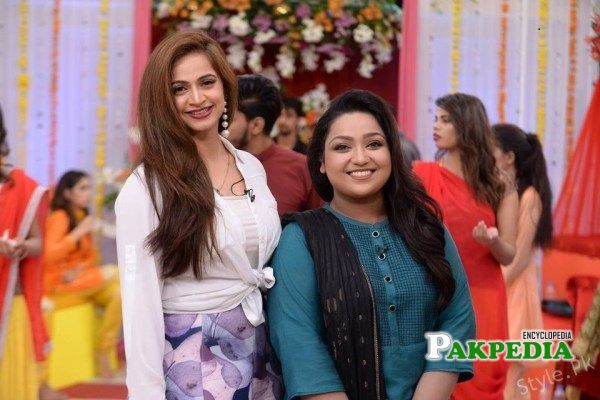 Uroosa with Noor Bukhari in a morning show