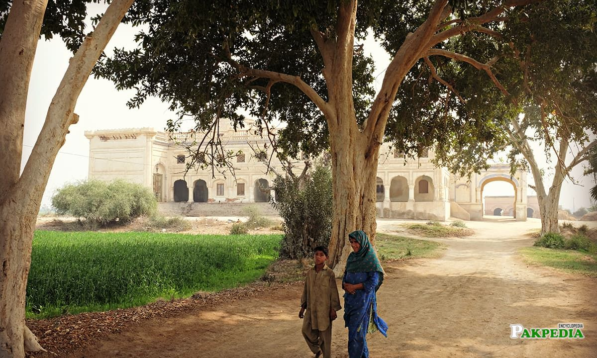 Children walking by the entrance of Sheesh Mahal in Khairpur