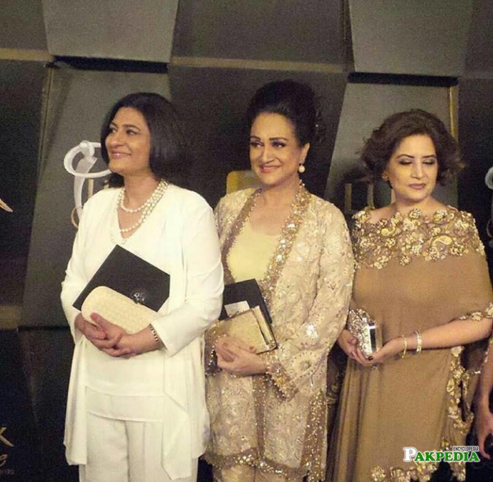 Saba Hameed with Bushra Ansari and Atiqa Odho at Lux Awards
