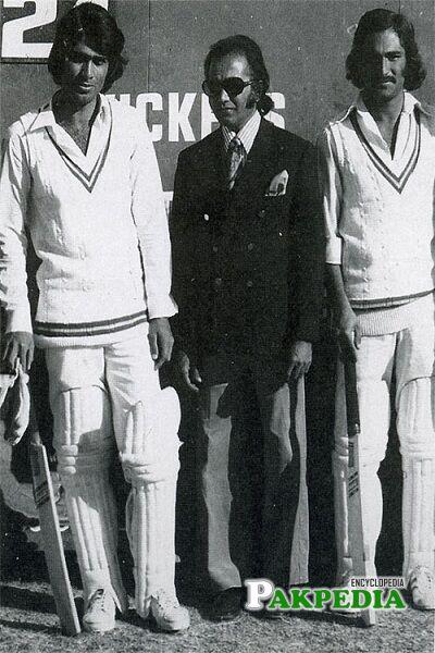 mansoor akhtar pakistani cricketer
