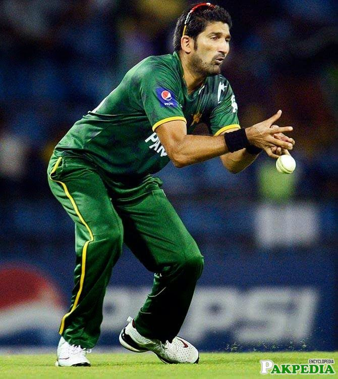 Sohail Tanvir Pick A Catch
