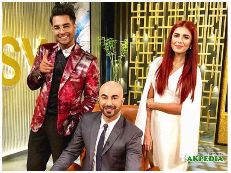 Asim Azhar with Momina Mustehsan on show of HSY