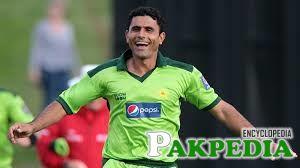 Abdul Razzaq is bowlling hard