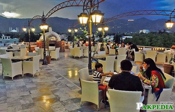 outdoor dining spots in Islamabad