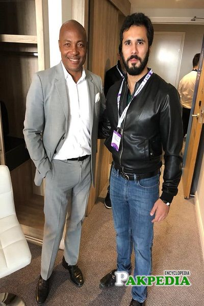 Hassan Niaxi with cricketer Lara