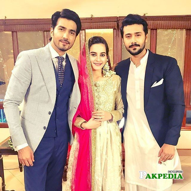 Ali Abbas on sets of Khali hath with his co stars