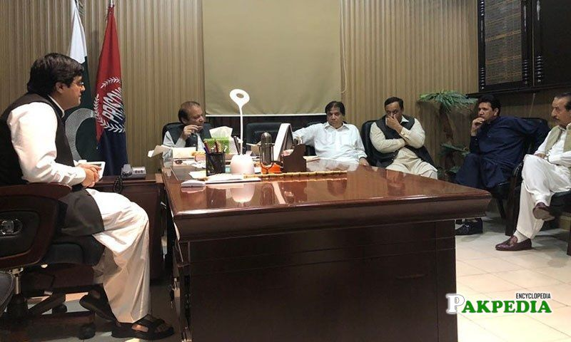 Hanif Abbasi in a meeting with PMLN members
