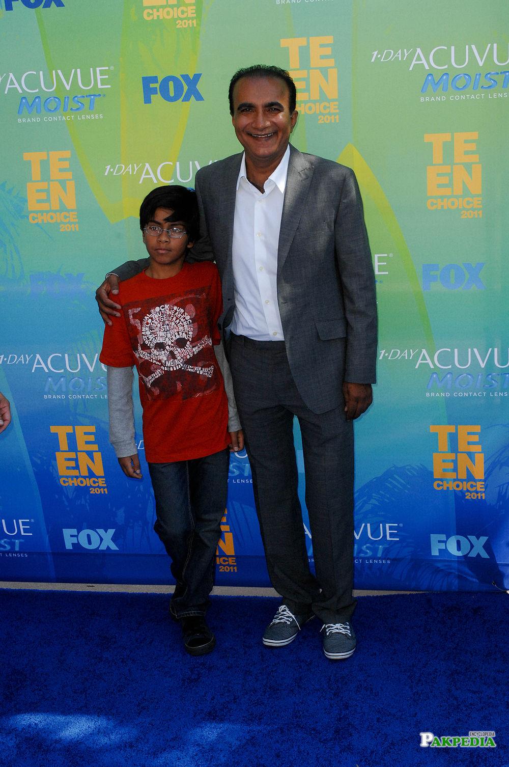 Iqbal Theba and son at the TEEN CHOICE 2011 Awards