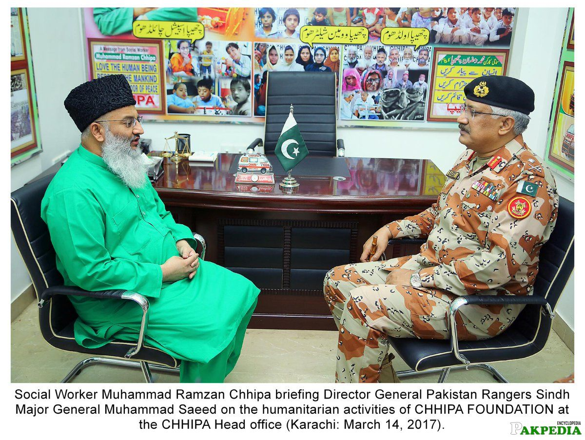Social Worker Muhammad Ramazan with Director General Pakistan Sindh Rangers Major General Muhammad Saeed