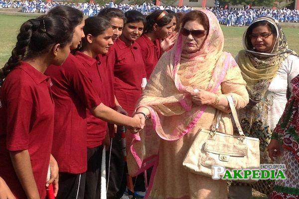 Khalida Mansoor at Inter girls School Hockey tournament as Chief guest