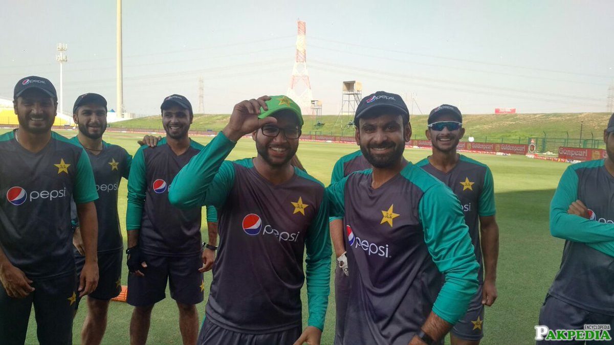 Imam-ul-Haq With Team Mates