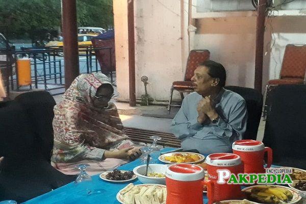 Arshad Javaid Warraich while distributing Aftari among needy people