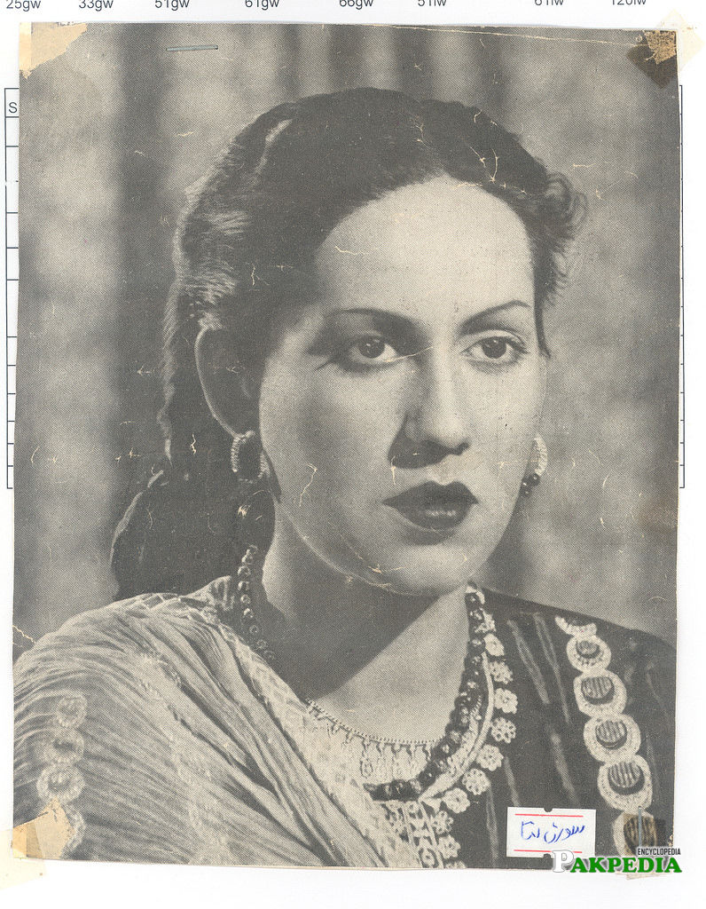 Swaran Lata as a stage actress