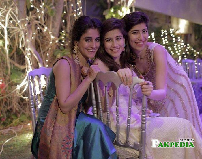 Alishba Yousaf with her sisters