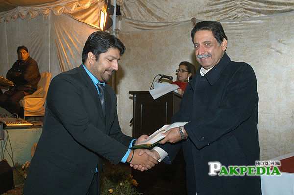 Chairman Senate of Pakistan distributing certificates to MYPs at the closing ceremony of YPP 2007