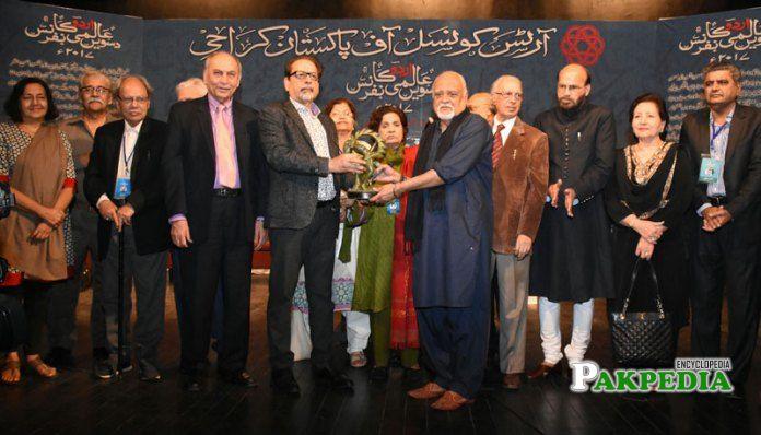 AM while receiving award