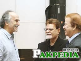 Qazi Wajid with other actors