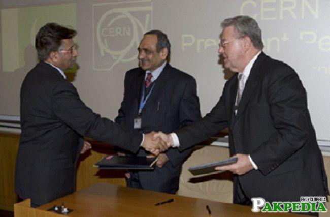 exchange congratulations by [url=https://www.pakpedia.pk/doc/Pervez_Musharraf]Pervez Musharaf[/url] in the Presence of Pervez