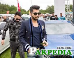 Bilal Saeed some where in concert