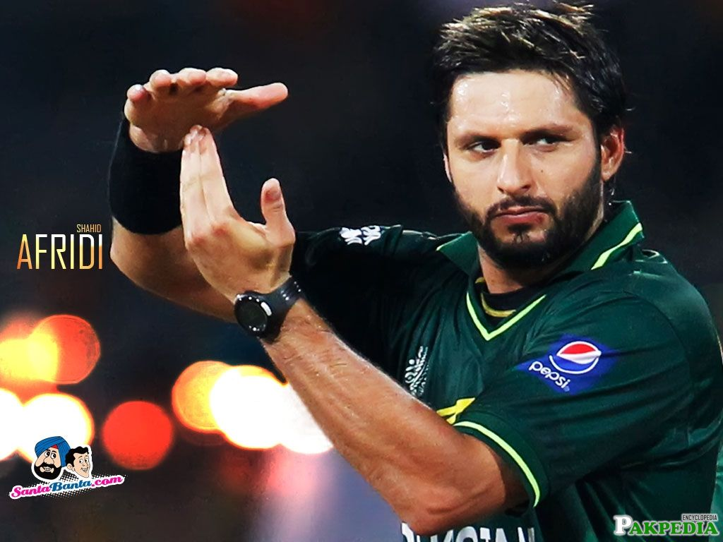 Afridi Requesting for Review to umpair