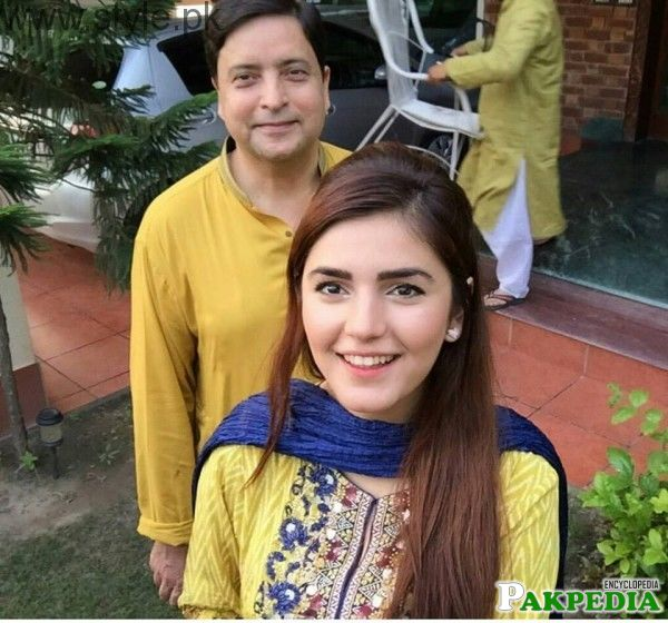 Momina Mustehsan with Father