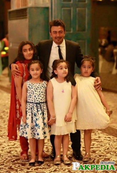 Shaan Shahid With Daughters