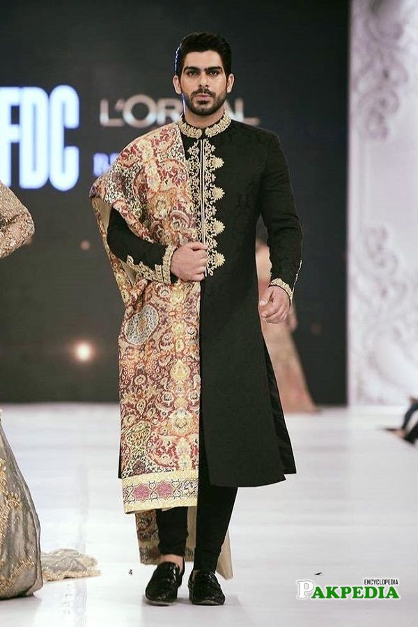 Waleed Khalid walking the ramp with grace
