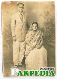 shuja pasha with his wife