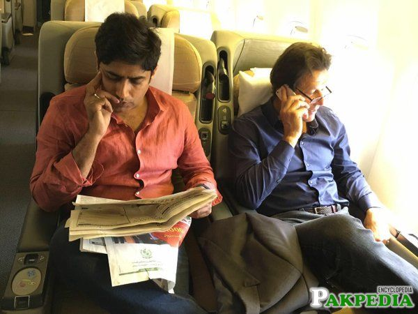 Abrar Ul Haq with Imran khan in Aeroplane