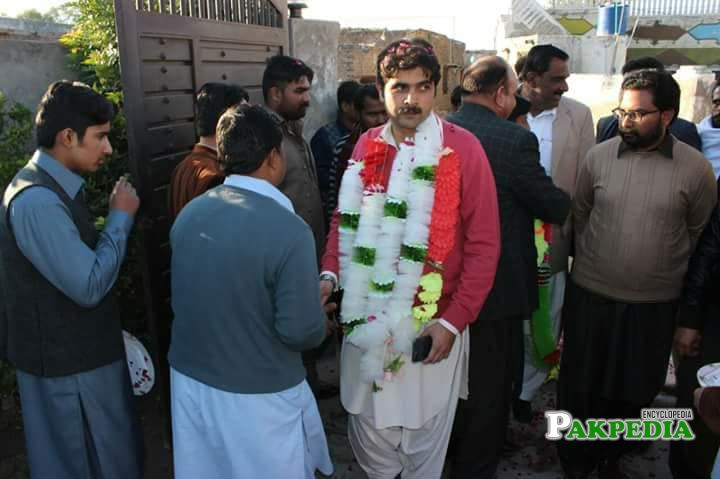 Haider Sultan in election campaign