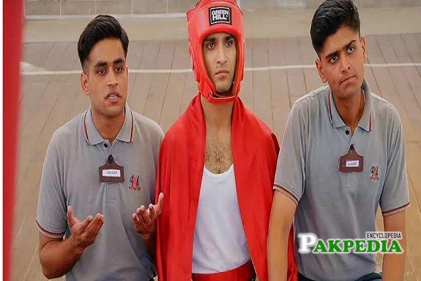 Adnan with the cast of Ehd e wafa