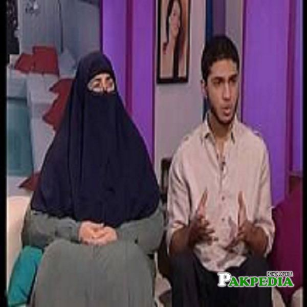 Farhat Hashmi ina talk show with her son